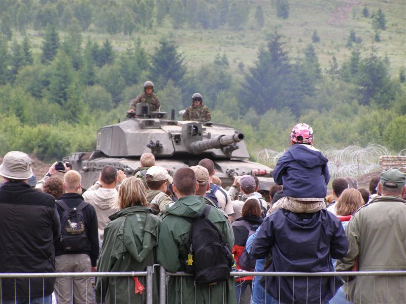 Bahna 2010 - tank a diváci