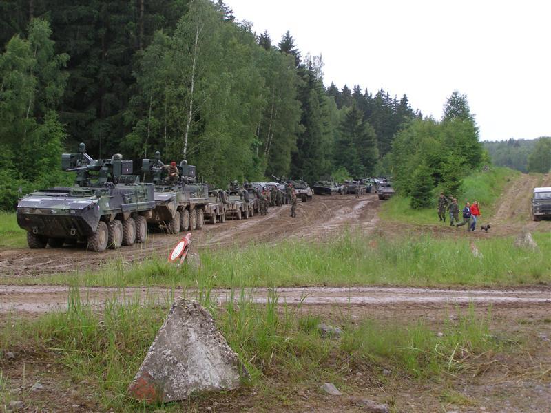 Bahna 2010 - kolona obrněných vozidel